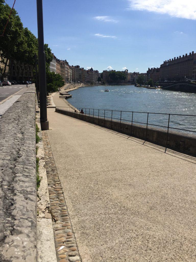 quai aménagé de la Saône