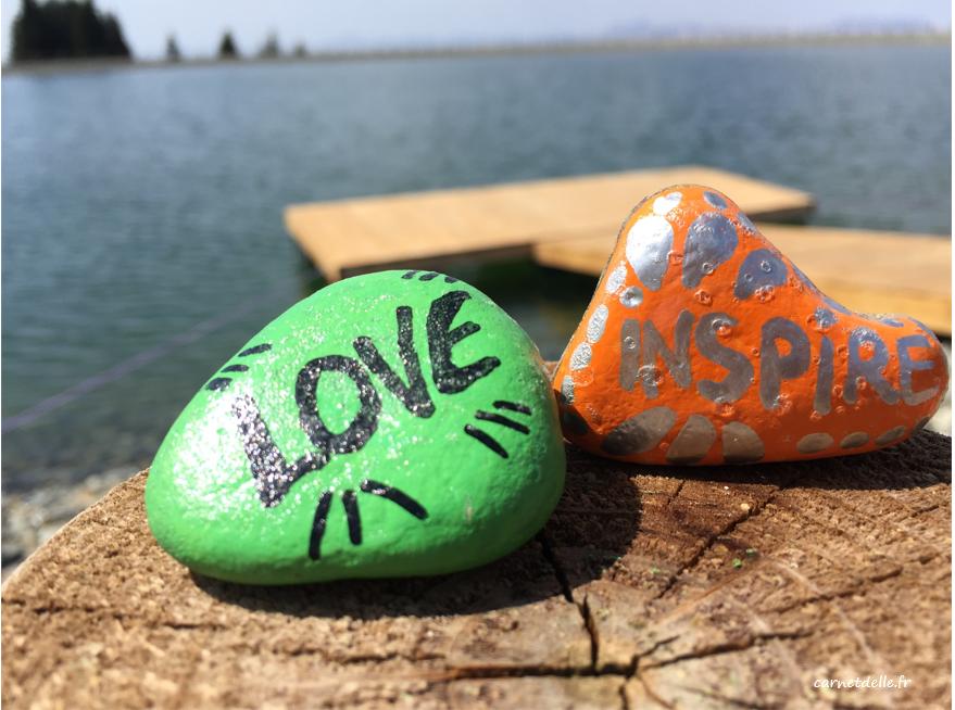 Cailloux peints trouvés au lac artificiel, Chamrousse